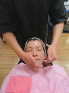 床屋でメンズ眉デザイン・婦人顔剃り
